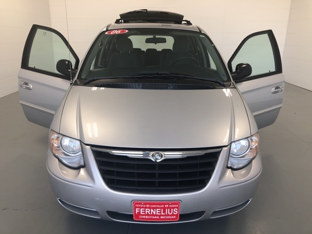 Pre-Owned 2006 Chrysler Town & Country Touring